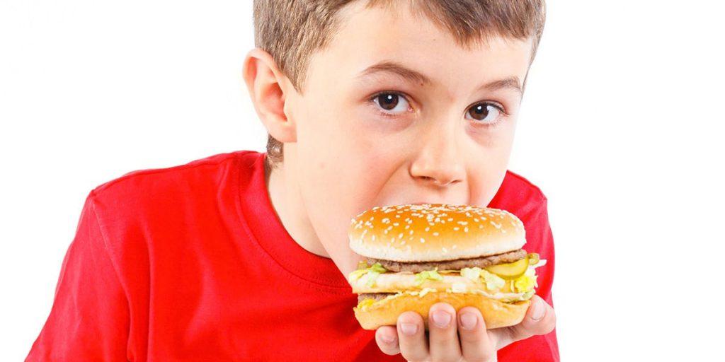 Sfaturi pentru părinții care au copii supraponderali sau obezi